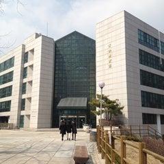 Photo taken at 국민대학교 성곡도서관 by JunHo K. on 3/28/2012