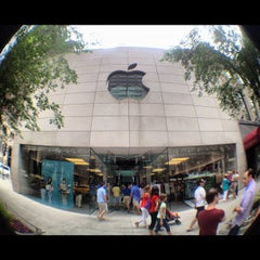 Photo taken at Apple Store, North Michigan Avenue by Edgard G. on 7/19/2012