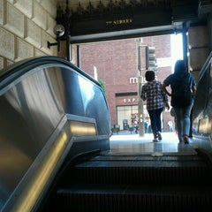 Photo taken at 7th St/Metro Center (Julian Dixon) Metro Station by Geoff S. on 8/17/2012