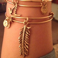 Photo taken at ALEX AND ANI Newport by Alexandra on 8/15/2012