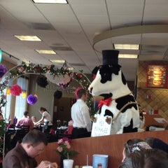 Photo taken at Chick-fil-A by Hugh on 6/14/2012