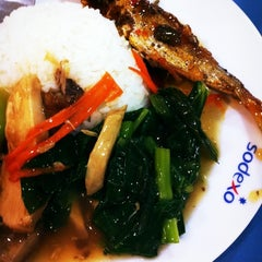 Photo taken at Sodexo Cafeteria @ Bangkok Hospital Phuket by Yutapoom W. on 2/13/2012