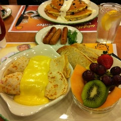 Photo taken at Cora Breakfast & Lunch by Chrissy K. on 2/18/2012