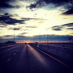 Photo taken at ทางคู่ขนานลอยฟ้าบรมราชชนนี (Borommaratchachonnani Elevated Highway) by Jib S. on 9/4/2012
