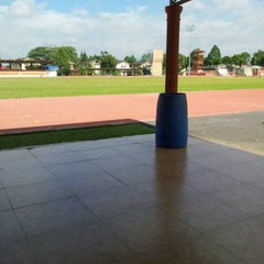 Photo taken at Kompleks Belia & Sukan Paroi by Nor Z. on 9/13/2012
