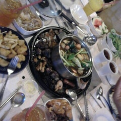 Photo taken at Kapten Steamboat & Grill by Zue R. on 8/11/2012