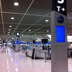 Photo taken at 成田国際空港 第2ターミナル (Narita International Airport - Terminal 2) by J on 8/29/2012