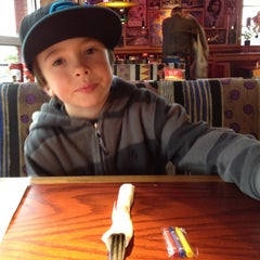 Photo taken at Red Robin Gourmet Burgers by Kitty W. on 3/14/2012