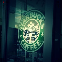 Photo taken at Starbucks (สตาร์บัคส์) by nubow on 2/26/2012