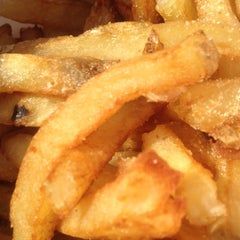 Photo taken at Thrasher's French Fries by Sylvia M. on 7/26/2012