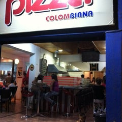 Photo taken at Pizza Colombiana by Hugo V. on 3/3/2012