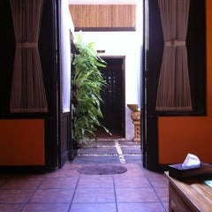 Photo taken at Le'mongrass Spa by Gregorius D. on 6/8/2012