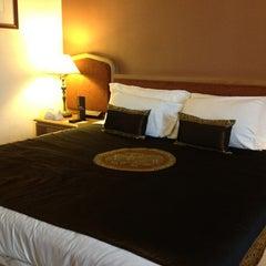 Photo taken at Grand Mercure Bangkok Fortune (โรงแรมแกรนด์เมอร์เคียว กรุงเทพ ฟอร์จูน) by Victor S. on 5/30/2012