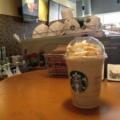 Photo taken at Starbucks by Kazz C. on 8/9/2012