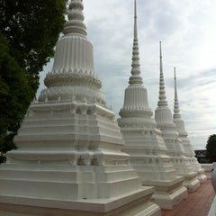 Photo taken at Suvarn Dararama Temple by Atinuch N. on 8/18/2012