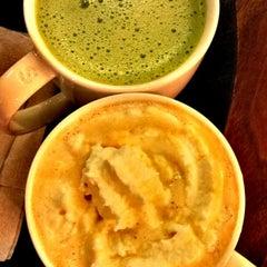 Photo taken at Starbucks (สตาร์บัคส์) by NNP. Q. on 8/7/2012