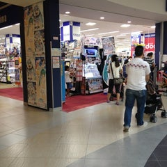 Photo taken at ノジマ ららぽーと横浜店 by liann on 8/19/2012