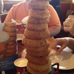 Photo taken at Red Robin Gourmet Burgers by Christopher B. on 7/5/2012