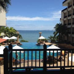 Photo taken at Garden Cliff Resort and Spa by Auun P. on 8/16/2012