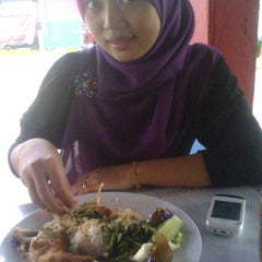 Photo taken at Ayam Lepaas by Arhie B. on 2/5/2012
