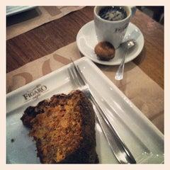 Photo taken at Figaro Café by Lipe B. on 8/19/2012