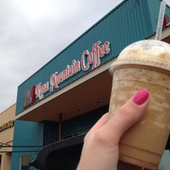 Photo taken at Kona Mountain Coffee by RyanLikesRed on 6/18/2012