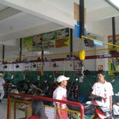 Photo taken at AHASS 6541 Sampurna Motor by Obob J. on 3/16/2012