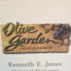 Photo taken at Olive Garden by AARON R. on 8/18/2012