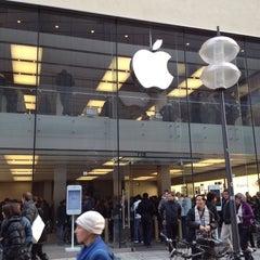 Das Foto wurde bei Apple Store von Stef J. am 2/25/2012 aufgenommen