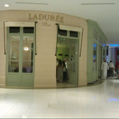 Photo taken at Ladurée لادوريه by Humaid H. on 7/13/2012