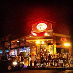 Photo taken at Tomas Morato Avenue by Arbee B. on 4/24/2012