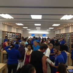Photo taken at Apple Store, Freehold Raceway Mall by Thomas P. on 7/22/2012