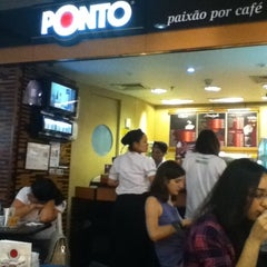 Photo taken at Café do Ponto by Carolina L. on 8/19/2012