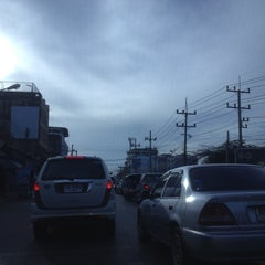 Photo taken at แยกแสงเพชร (Saeng Phet Intersection) by Jittakorn J. on 7/3/2012