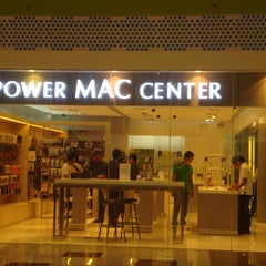 Photo taken at Power Mac Center by Mavi R. on 4/17/2012