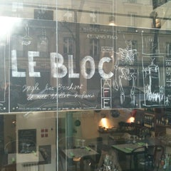 Photo taken at Le Bloc by Astrid G. on 3/15/2012