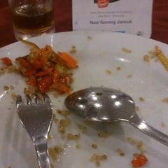 Photo taken at Hotel Plasa Surabaya by Kim B. on 6/5/2012