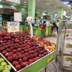 Photo taken at Lulu Hypermarket مركز اللولو by Haroon G. on 6/2/2012