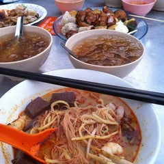 Photo taken at New Lane Hawker Stalls by Joey S. on 4/6/2012