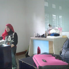 Photo taken at Oriflame Bandung Office by Altherita I. on 4/28/2012