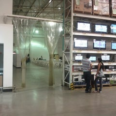 Photo taken at Makro by Nestor T. on 7/14/2012