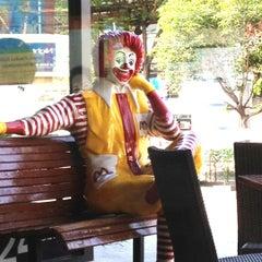 Photo taken at McDonald's & McCafé (แมคโดนัลด์ & แมคคาเฟ่) by Tossapol G. on 4/13/2012