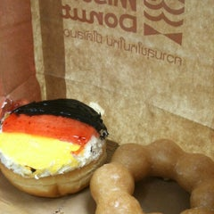 Photo taken at Mister Donut (มิสเตอร์ โดนัท) by Manoj B. on 6/15/2012