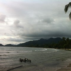Photo taken at Magic Resort Koh Chang by Milk'xuka M. on 7/5/2012