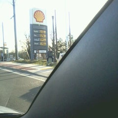 Photo taken at Shell by Kenyatta F. on 2/17/2012