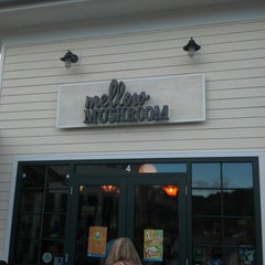 Photo taken at Mellow Mushroom Pizza by Chad P. on 8/6/2012