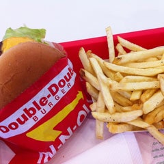 Photo taken at In-N-Out Burger by Fumito F. on 9/2/2012