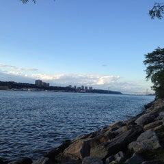 Photo taken at Riverside Park by Sophie Z. on 9/9/2012