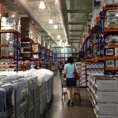 Photo taken at S&R Membership Shopping by Reaj Y. on 9/2/2012