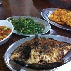 Photo taken at Bumbu Den by Melsye Roosye P. on 2/27/2012